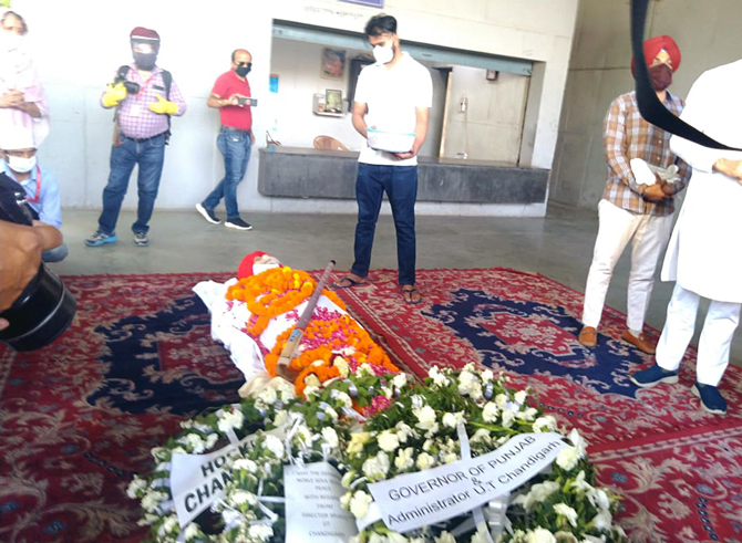 Balbir Singh Sr cremated with state honours