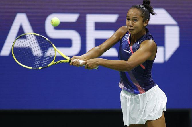 Leylah Annie Fernandez makes a backhand return against Aryna Sabalenka in their US Open semi-final